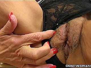British granny Georgie Nylons dildos her arse and pussy
